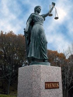 Statue_of_Themis_edited